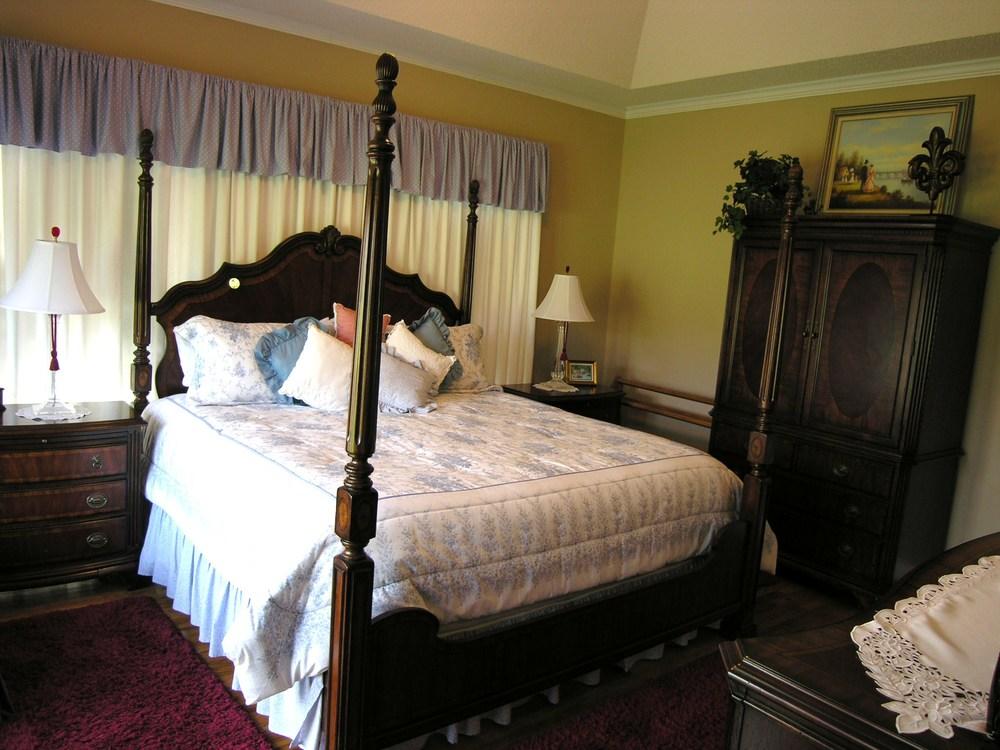 Master Bedroom 3-2.JPG