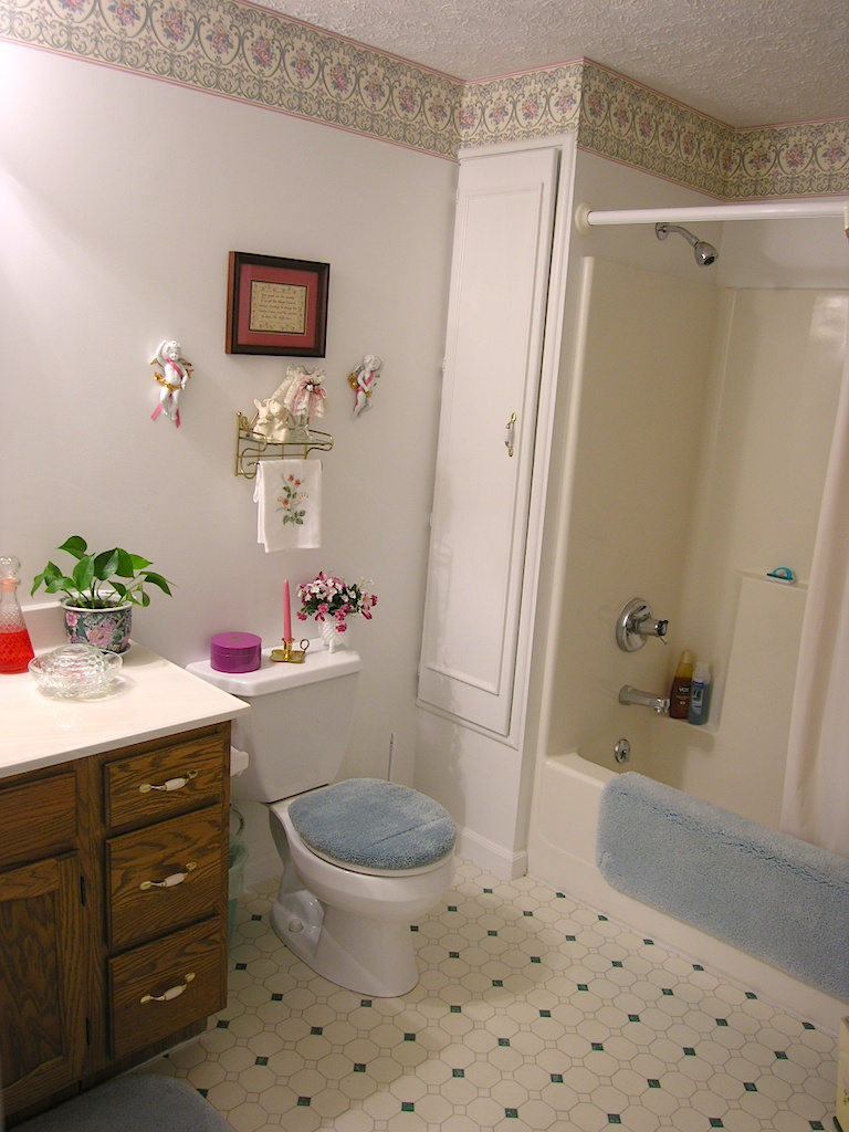 Downstairs Bathroom-2.JPG