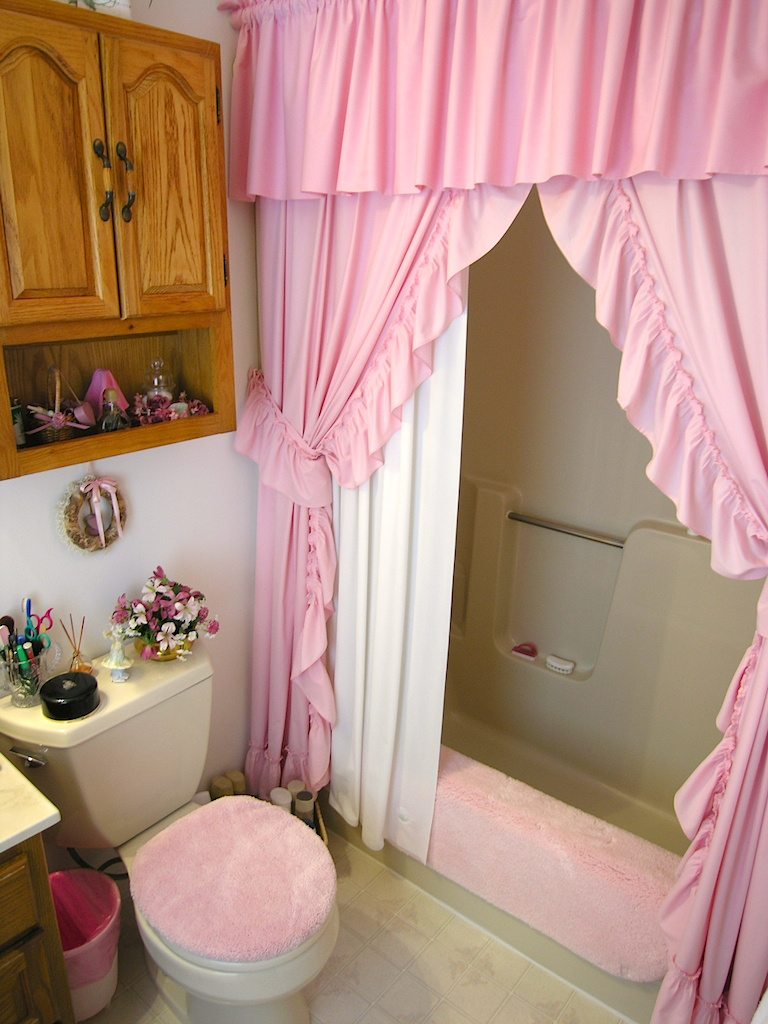 Upstairs Bathroom-1.JPG