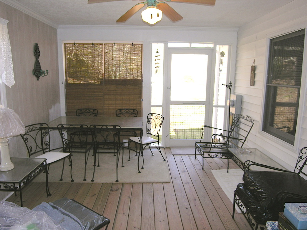 Screened In Porch.JPG