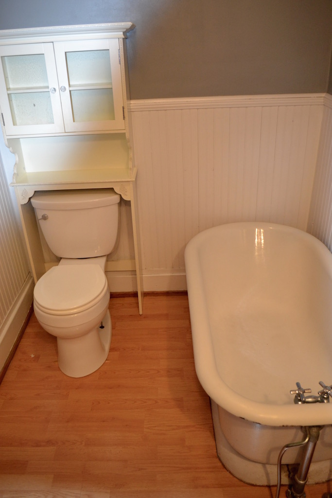 Upstairs Full Bathroom-2.jpg