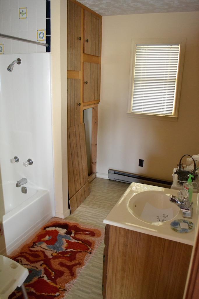 Apartment-Full Bathroom.jpg