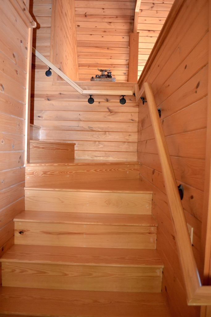 Stairs to Upper Bedroom.jpg