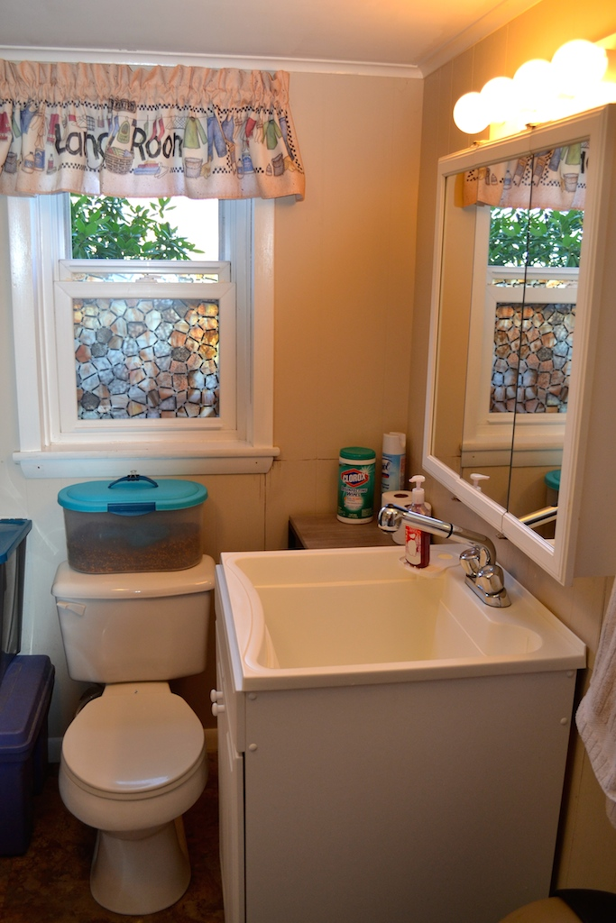 Half Bath:Laundry Room-1.jpg