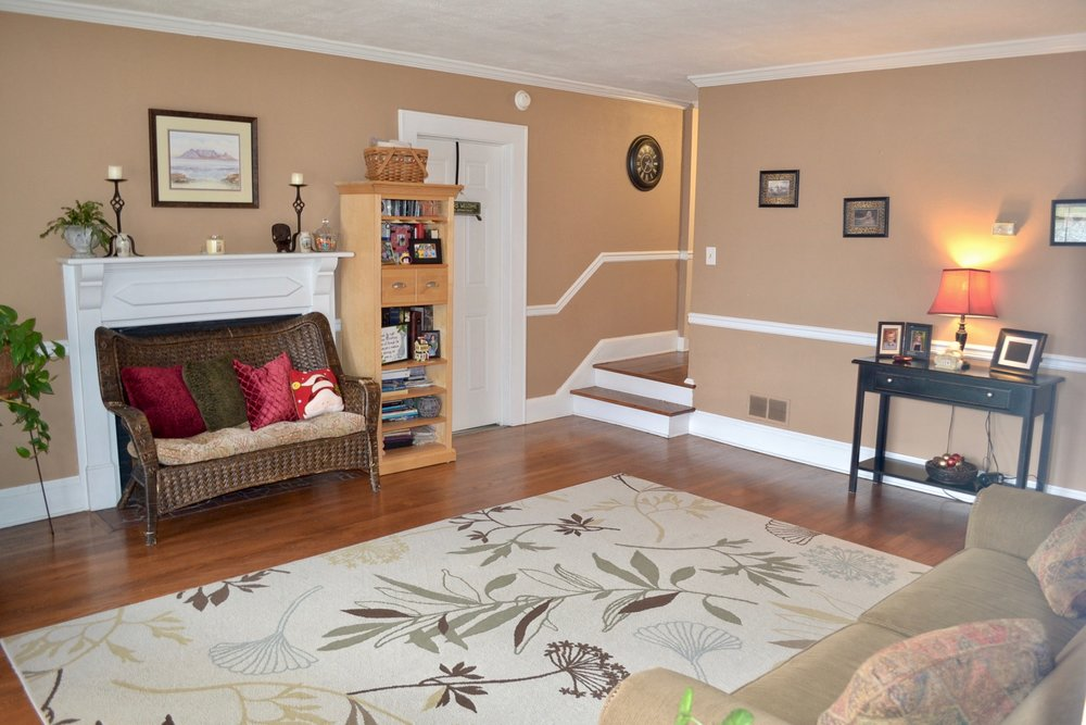 Living Room-2.jpg