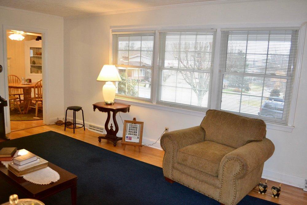 Living Room-5.jpg