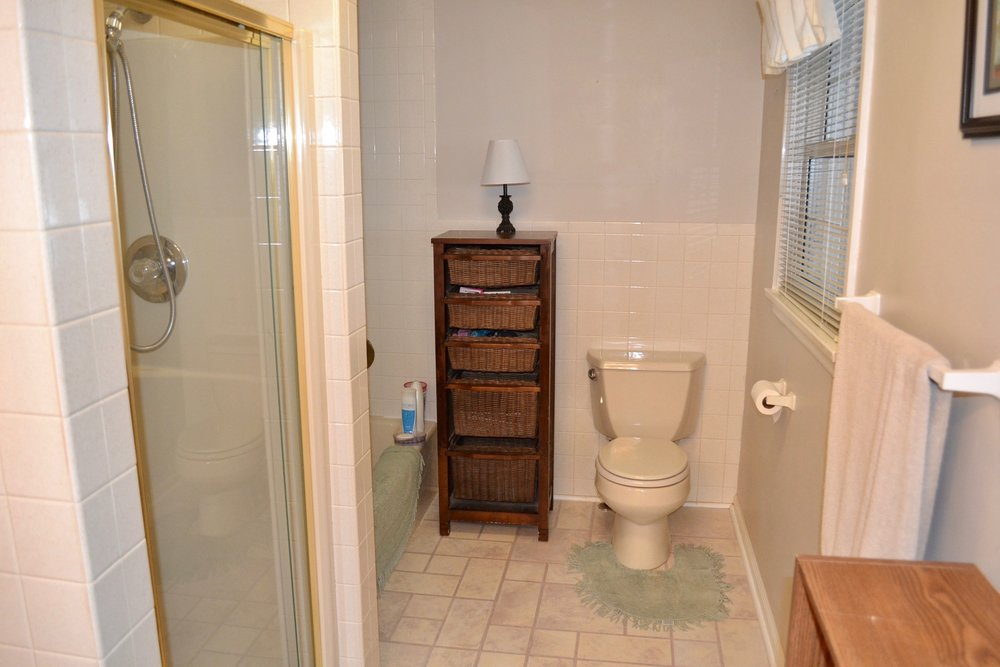 Bathroom 1-1.jpg