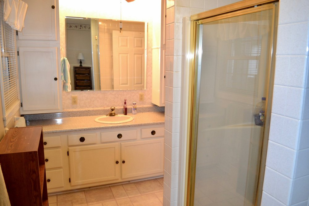 Bathroom 1-2.jpg