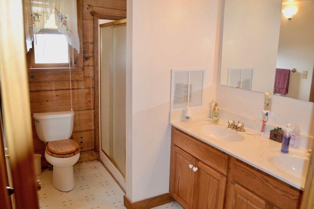 Bathroom 1-3.jpg