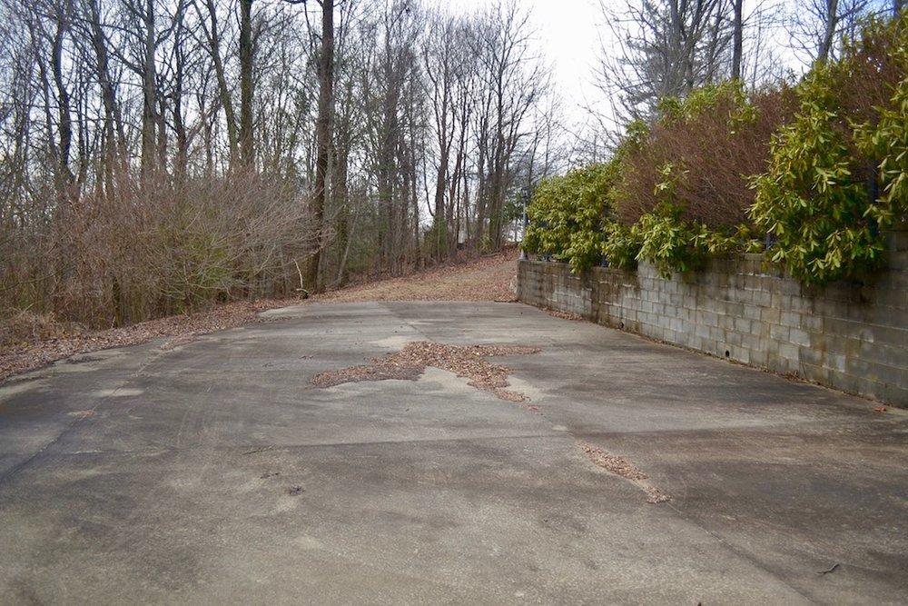 Exterior-Concrete Driveway-3.jpg