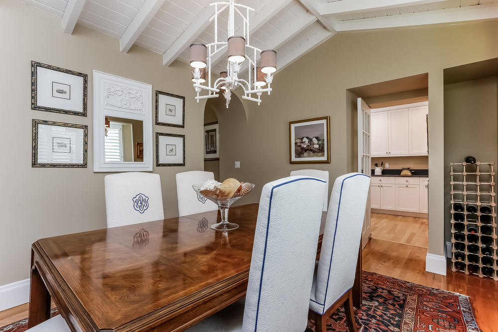 011-Dining_Room-2647611-medium.jpg
