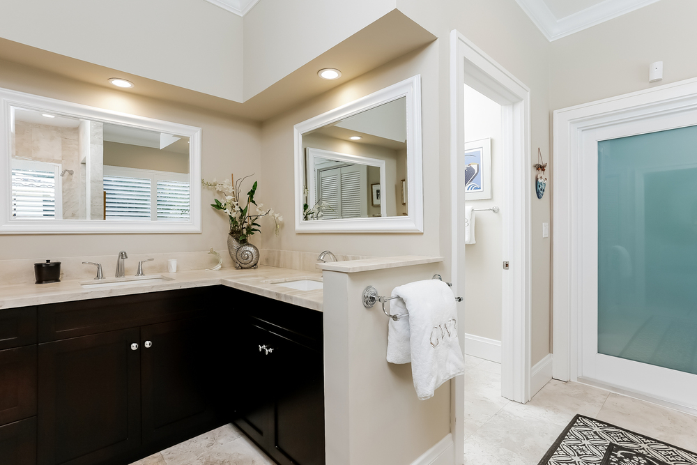 026-Master_Bathroom-2647593-medium.jpg