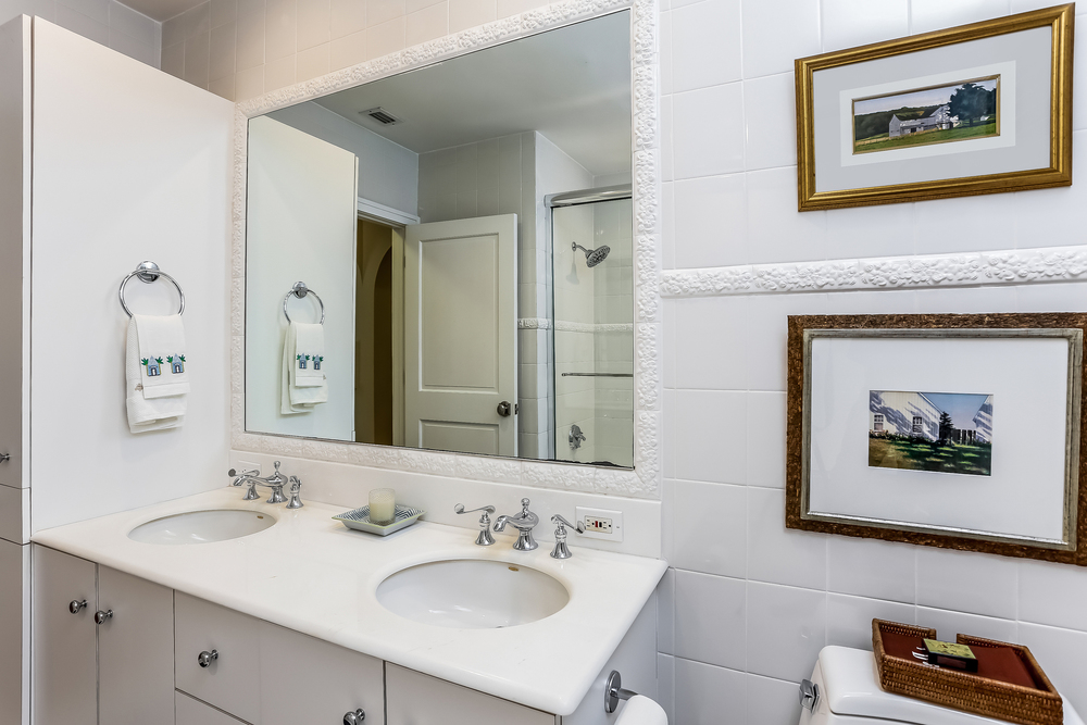033-Bathroom-2647591-medium.jpg