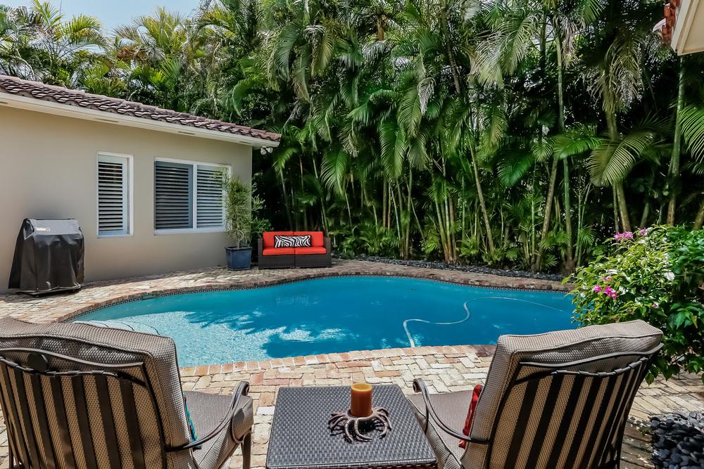 036-Pool-2647577-medium.jpg