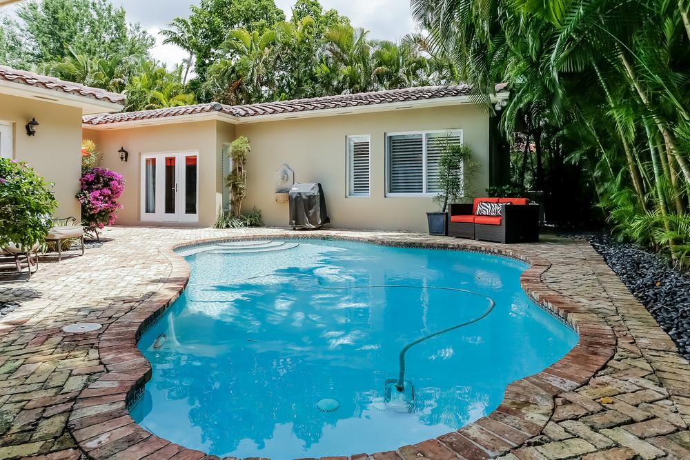 038-Pool-2647580-medium.jpg
