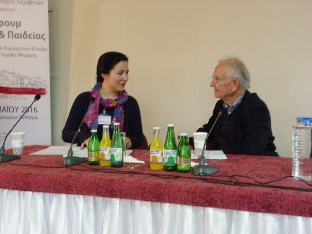 Η Καρολίνα Ρέαμαν και ο Prof. Dr. Paech σε συζήτηση