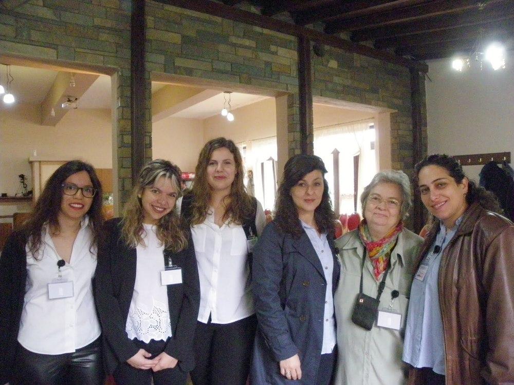Freiwillige und Betreuerinnen mit Prof. Dr. Eleni Hodolidou