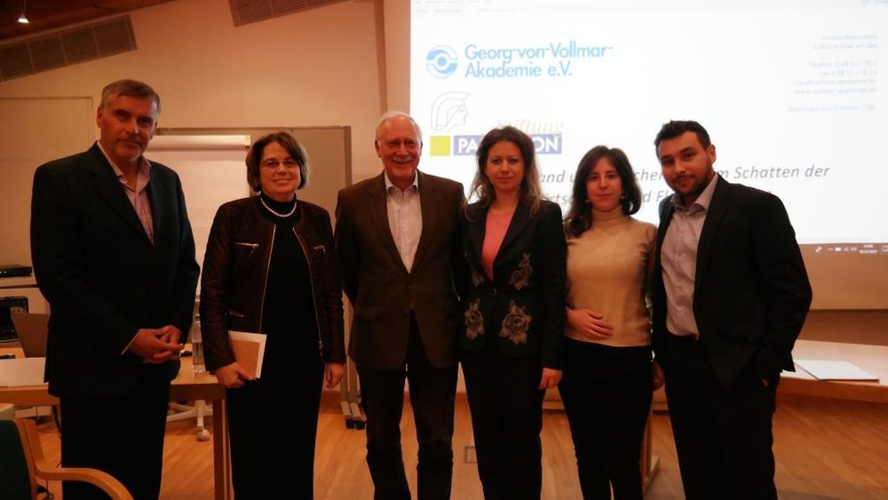 vlnr: Dr. Jens Bastian, Dr. Vassilia Triarchi-Herrmann, Dr. Wolfgang Schultheiss, Generalkonsulin Panagiota Constantiopoulou, Ioanna Theodorou, Charalampos Karpouchtsis