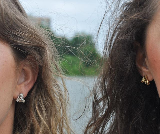 GIVEAWAY TIME!! 👏🏼👏🏼 It's #NationalGirlfriendsDay, which is annually recognized on August 1, as girlfriends get together around the US and celebrate the special bond of friendship through women! TAG a gal pal in the comments below for you BOTH to win a pair of studs!! ✨🎉🙌🏼