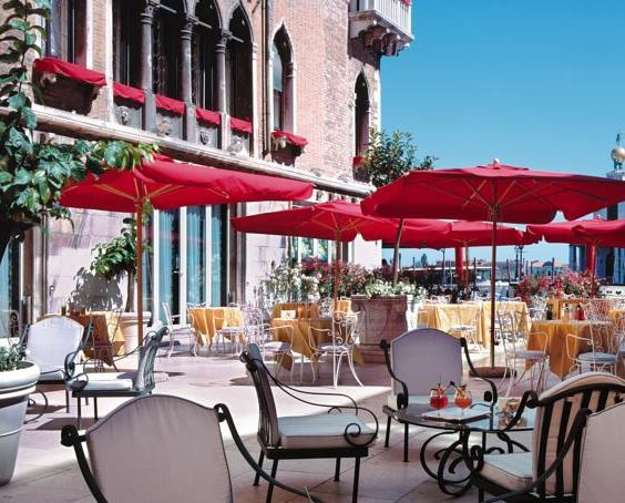BAUER Luxury hotel. A terrazza to rank among Venice classics Bauer offers tasteful drinks and snacks !