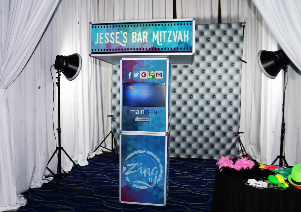 Zing It! The Ultimate Social Booth