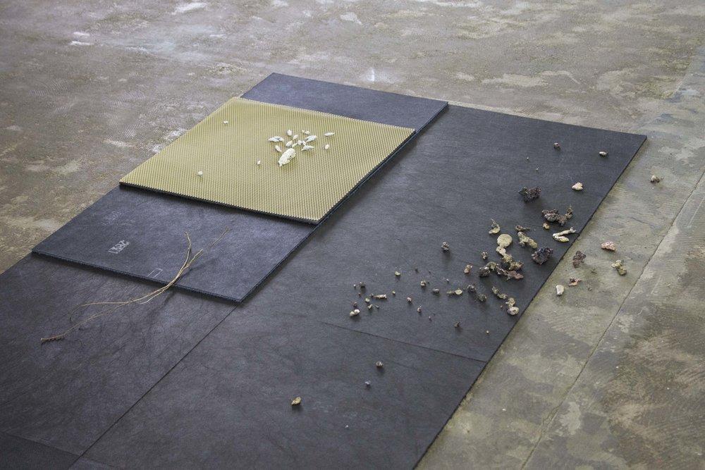 PVC Pain – carpet tiles, molten brass, molten copper, molten zinc, plastic, pigment, paper, brass string, brass grid 300 x 100 x 5 cm, 2015