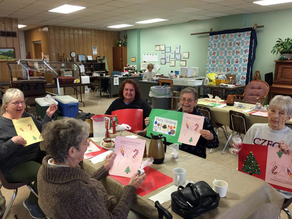 Patrons at Hebron Senior Center enjoying placemats made by Thayer Central 2nd graders