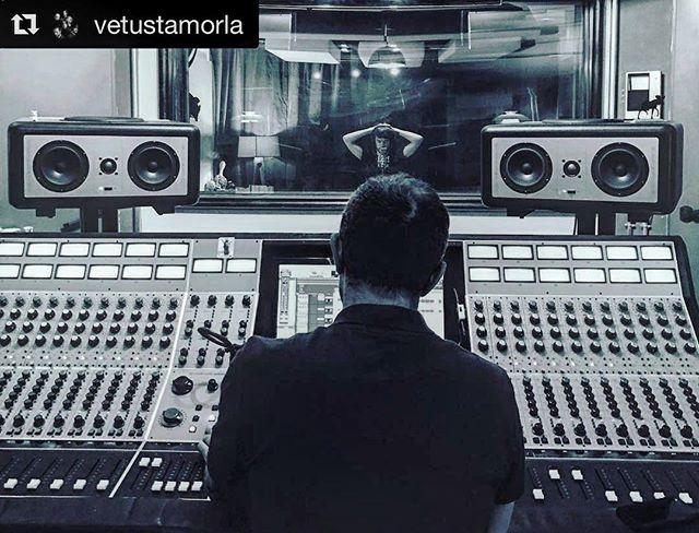 Así se pulían los últimos detalles del nuevo disco de @vetustamorla 🗿