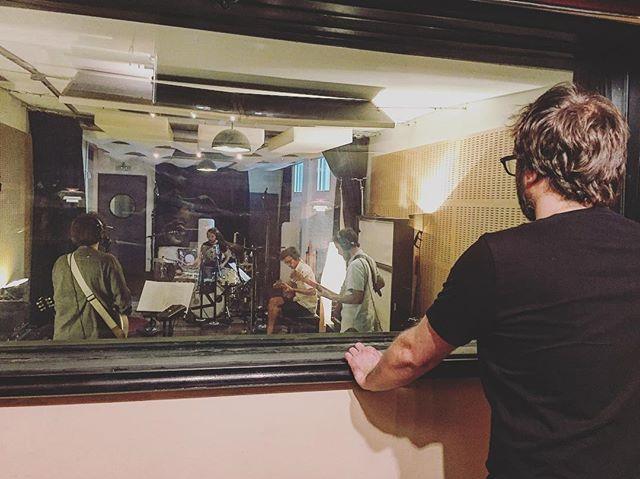 Llevamos unos días encantados con lo nuevo de @modeloderespuestapolar 🗿 #renoestudios #mixing #recording #music  #studiolife #wunderaudio #audio