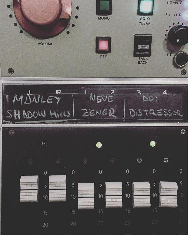 Ya tocaba mezclar🗿#renoestudios #mixing #recording #music  #studiolife #wunderaudio #audio
