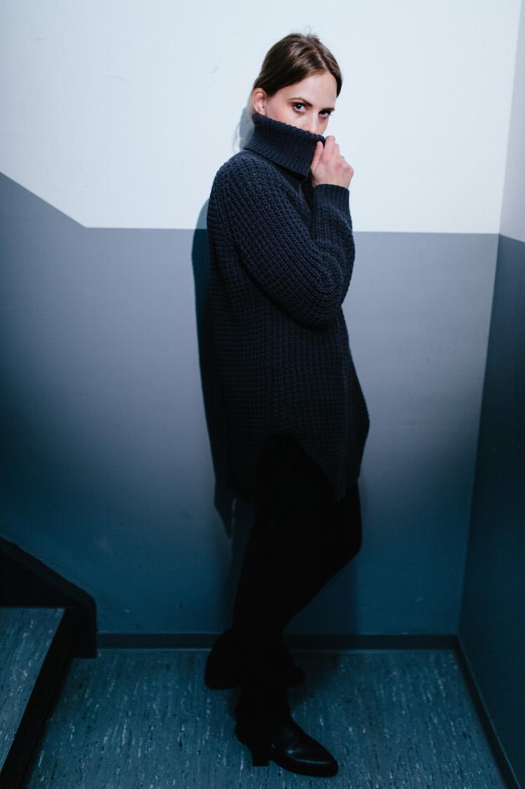 Grey_Stairway_hope_grand_Sweater_fridafridafrida_fashion_Blog_Nils_hasenau_2