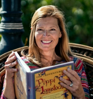 Celebrity reader, actress  Denise Krueger