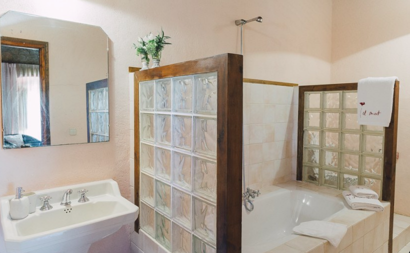 Mahoghony Suite Bathroom