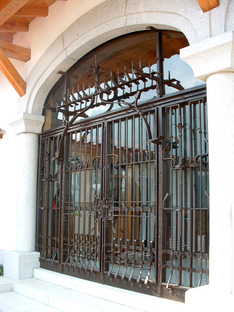 Porta, reixa Gotica.JPG