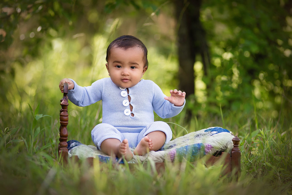 SITTING BABY -