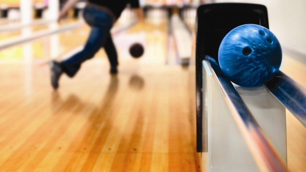 bowling-lane-1080p-hd-wallpaper-car.jpg