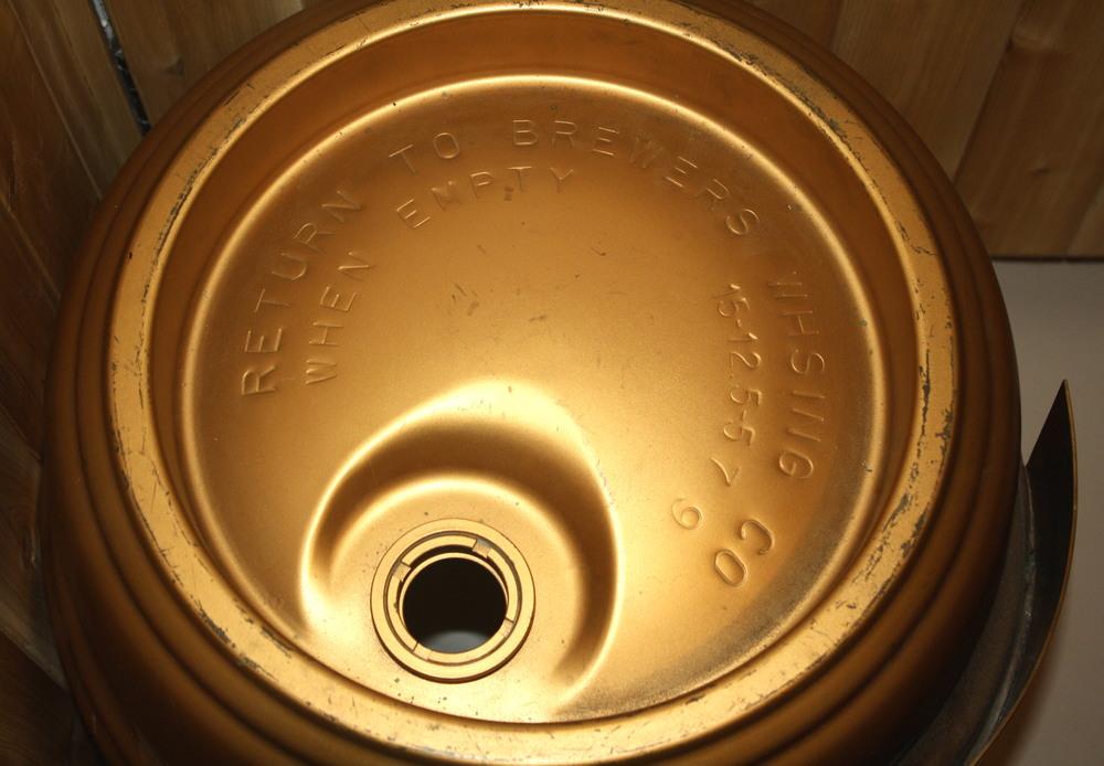 Barrel - Carling Breweries Ltd_Millionth Barrel_1957_top.JPG