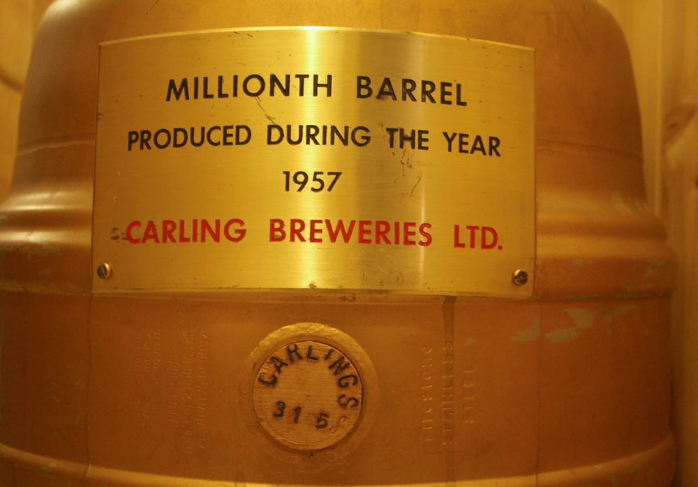 Barrel - Carling Breweries Ltd_Millionth Barrel_1957_front.JPG