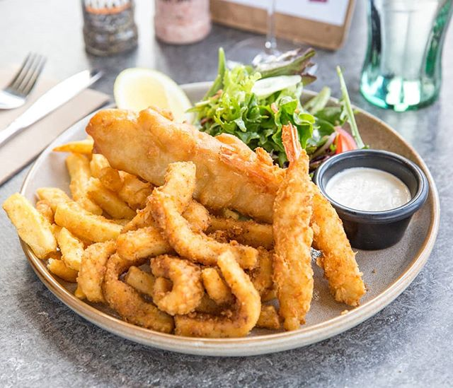 Fisherman's Plate from Zagame Berwick  #zagame #berwick #fishermansplate #fishandchips #fish #calamari #crispy #melbournefood #melbourneeats #ubereats #nowlookhear #southeastfood