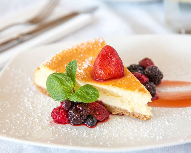 Delicious Cheesecake from Al Forno in Bentleigh  #cheesecake #andberries #raspberry #dessert #letthemeatcake #bentleigh #alforno #alfornorestaurant #ubereats #melbournefood #melbourneeats #nowlookhear