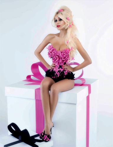 V_Karl-Lagerfeld_Zahia-Dehar_Barbara-Baumel_01.jpg