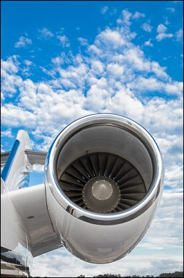 Engine nacelle of a Challenger 604.