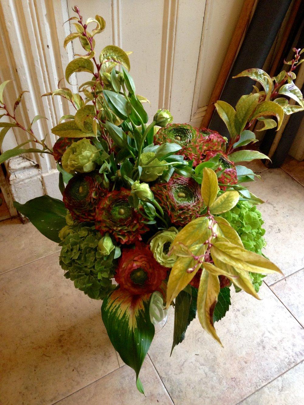 Ranunculus, Calla leaves, Leucothoe Rainbow,Dark Green Hydrangea, Lizyanthus