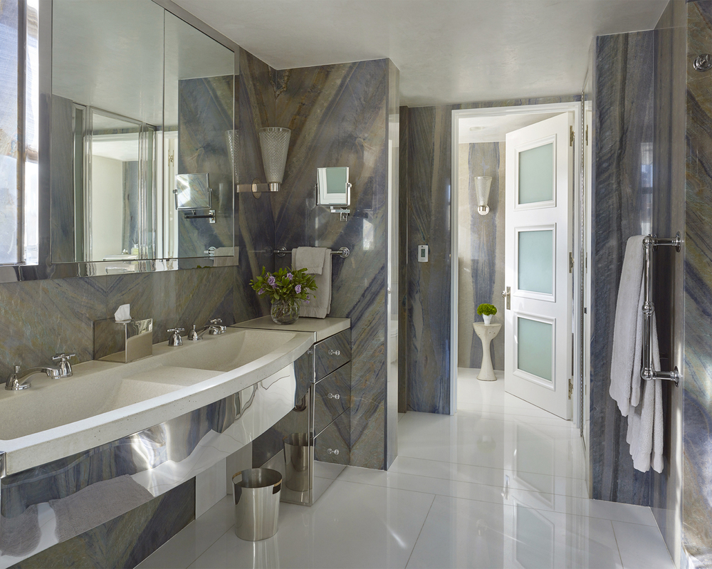 LUXE_121 W21_Bathroom_photo Peter Murdock.jpg