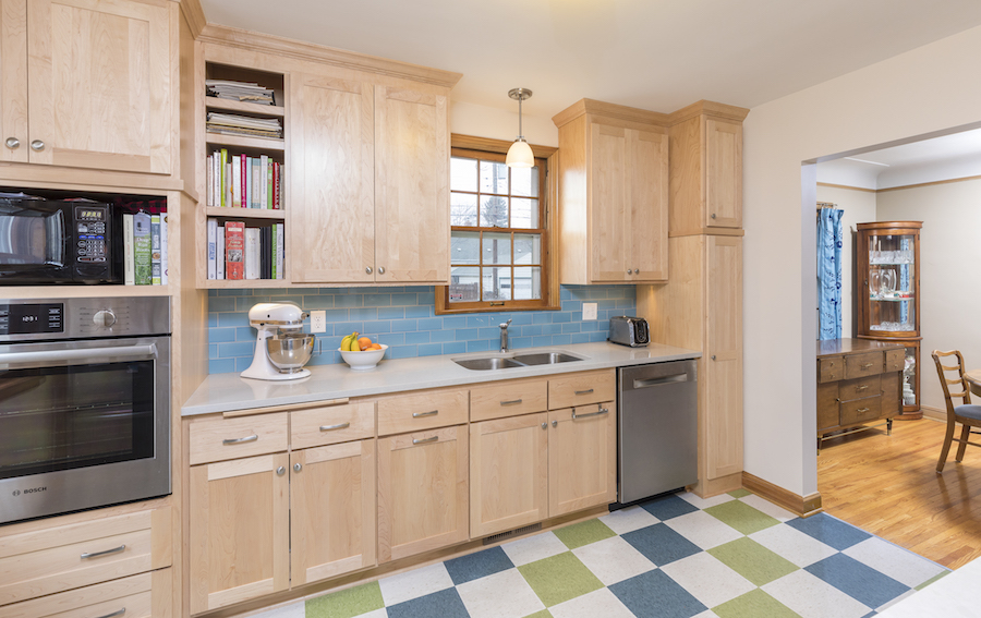 Minneapolis-St.Paul_Bathroom-Remodel_Maple-Cabinets_Metamorphosis.jpg