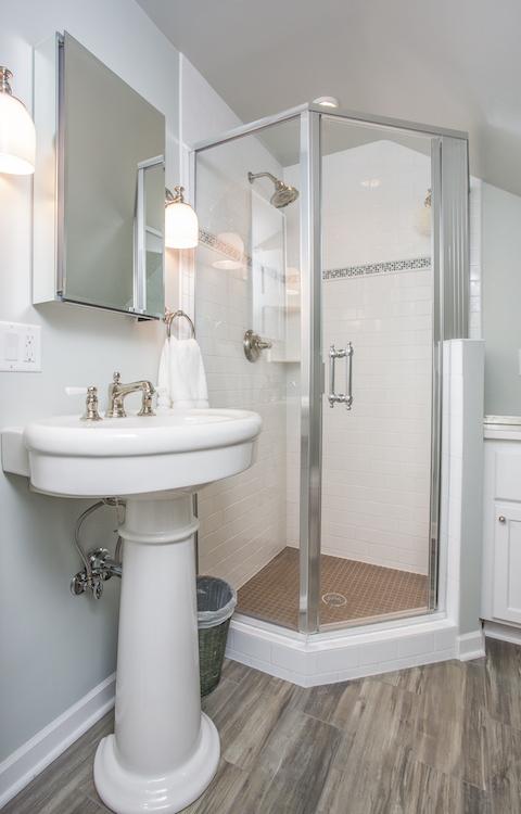 Minneapolis-St.Paul_Bathroom-remodel-corner-shower_Metamorphosis.jpg