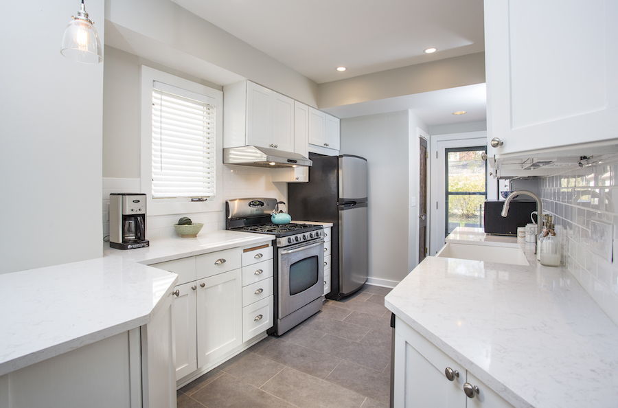 Minneapolis-St.Paul_Kitchen-Remodel_White-Cabinets-Countertops_Metamorphosis.jpg