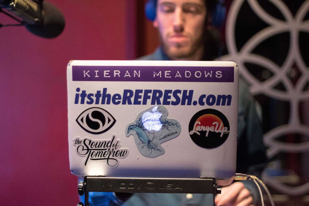 17-refresh-radio-53-by-@jor.vision--smaller.jpeg