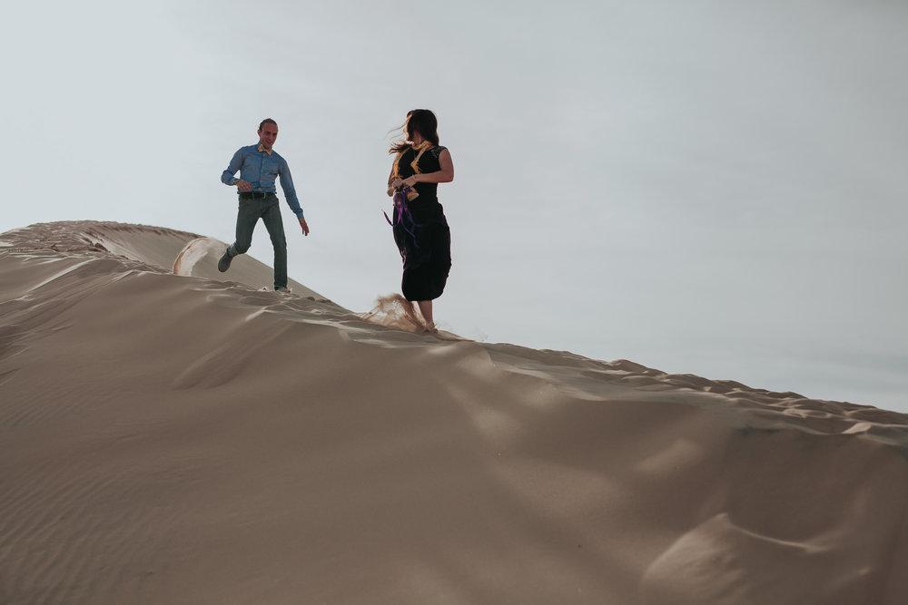 brandy.andrew. kelso sand dunes mojave desert  engagement session-14.jpg