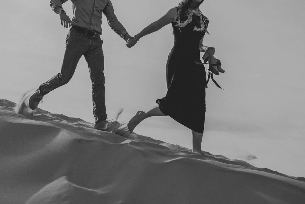 brandy.andrew. kelso sand dunes mojave desert  engagement session-15.jpg